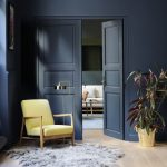 Salon : mur bleu gris