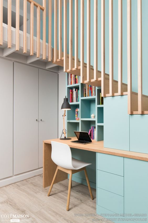 Un bureau en sous escalier | via Pinterest